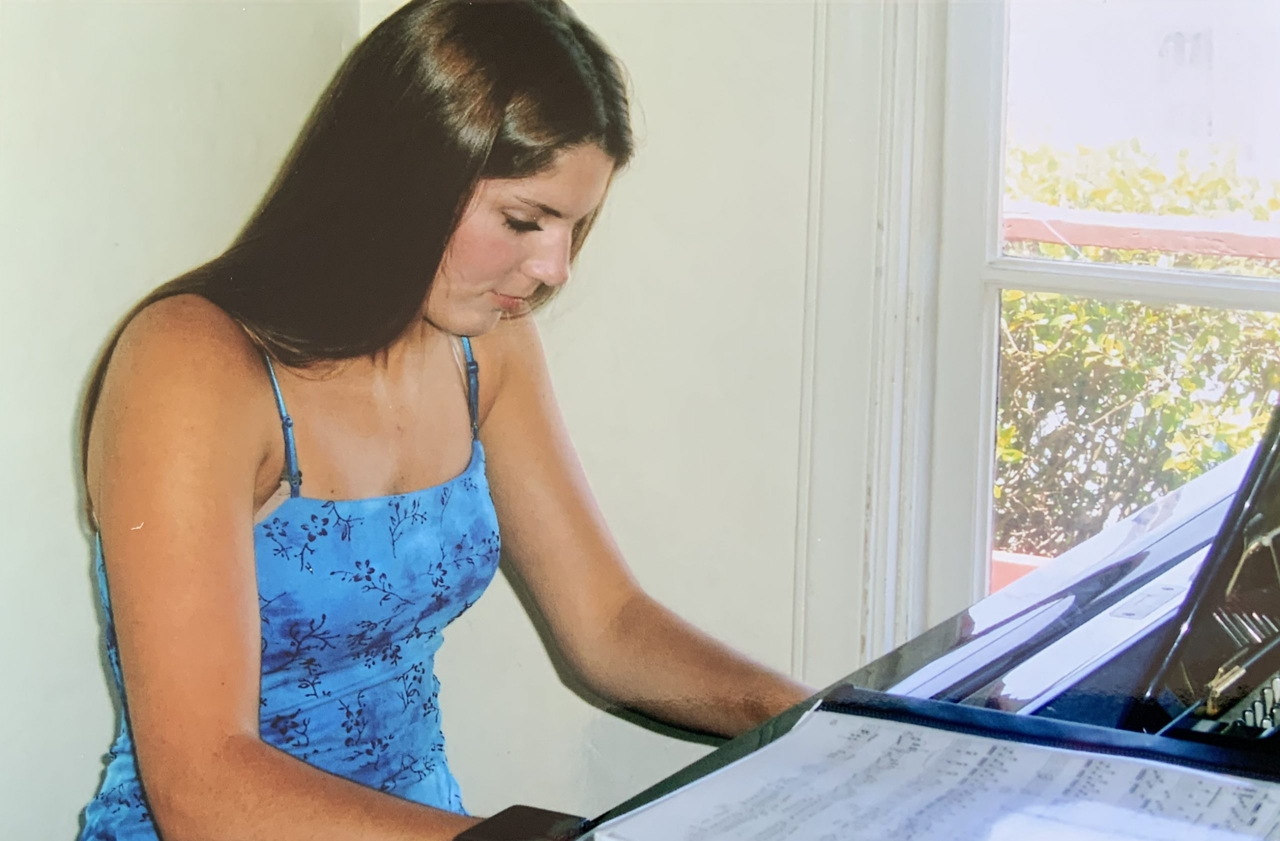 Young Tara playing the piano at 16 years old
